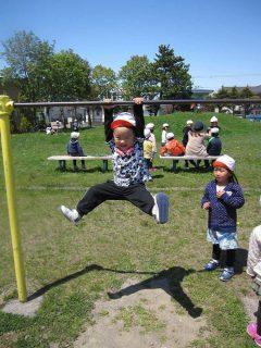 幼稚園 5月の写真を掲載しました。