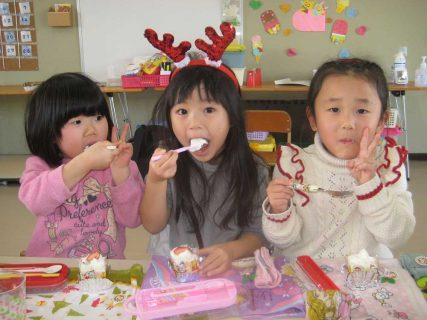 幼稚園 12月の写真を掲載しました。