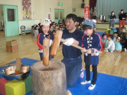 幼稚園 1月の写真を掲載しました。